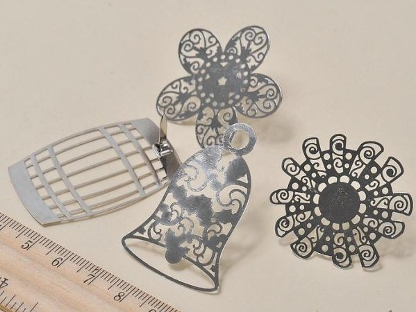 Decorating metal embellishments for handicraft